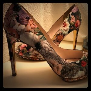 Ted Baker London high heels size 8 1/2 US